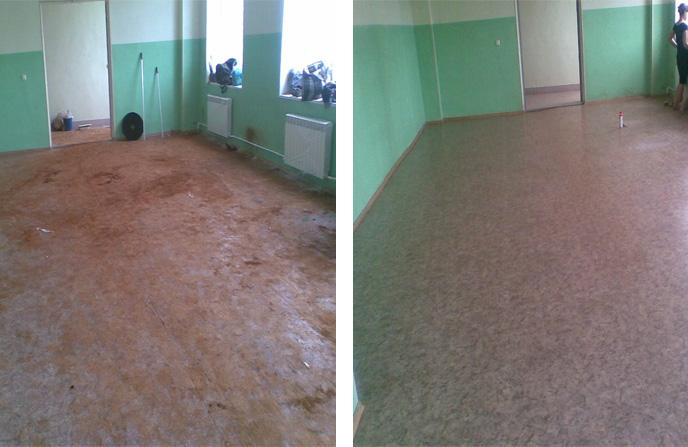 Уборка затопленного в общежитии коридора.